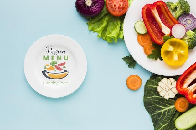 Vista superior del menú vegano con vegetales orgánicos