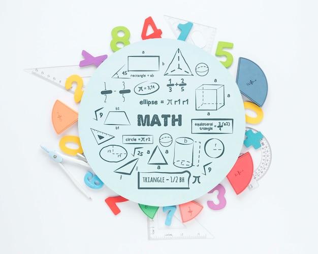 Vista superior de números y reglas para las matemáticas.