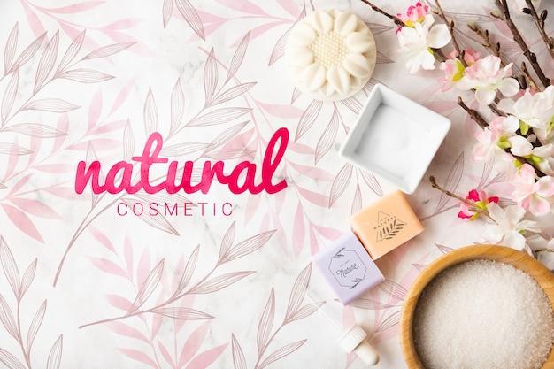 Vista superior de productos cosméticos naturales.