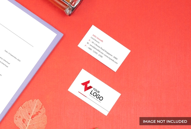 Vista superior roja tarjeta de visita maqueta