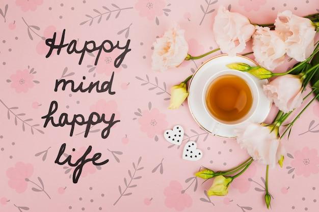Vista superior taza de té junto a cita motivacional