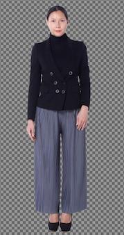 Volledige lengte figuur snap van 40s 50s aziatische lgbtqia + vrouw zwart haar pak broek en schoenen. vrouw staat en draait voor achter achteraanzicht over witte achtergrond geïsoleerd