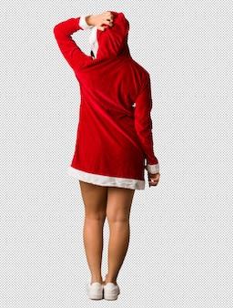 Volledige lichaam jonge santa curvy vrouw van achter het denken over iets