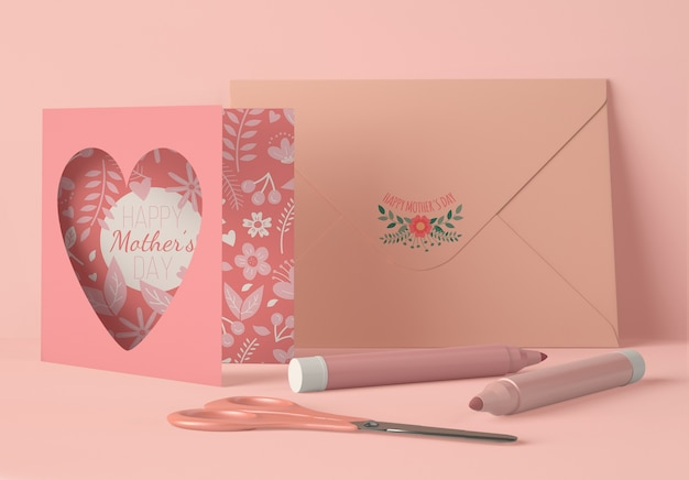 Vooraanzicht arrangement voor moederdag met maker van kaartscènes