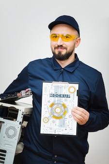 Vooraanzicht computer reparateur mockup