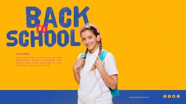 Vooraanzicht glimlachende tiener gril met oranje achtergrond