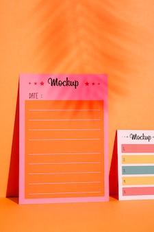 Vooraanzicht om lijst en herinneringsnotities te doen
