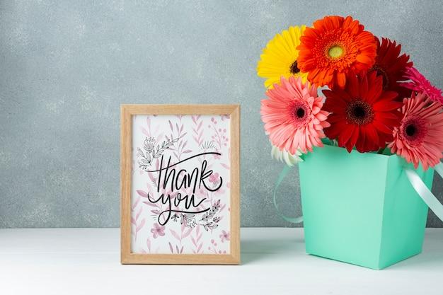 Vooraanzicht van kleurrijke bloemen met frame