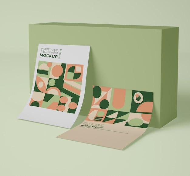 Vooraanzicht van papier mock-up met geometrische vormen