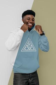 Vooraanzicht van smileymens in hoodie