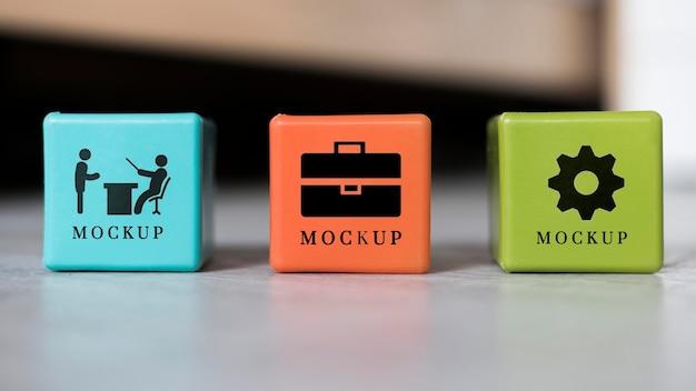 Vooraanzicht van verschillende zakelijke kubussen