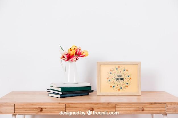 Voorjaarsmodel met lijst naast bloempot