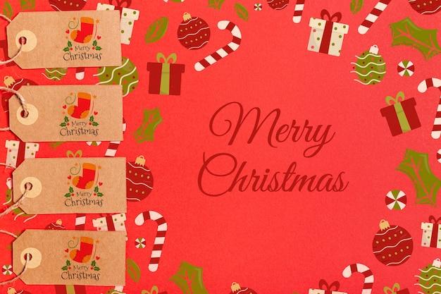 Vrolijk kerstfeest met decoraties en labels