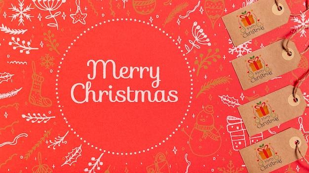 Vrolijke kerstmisetiketten met traditionele feestelijke achtergrond