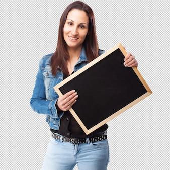 Vrouw die een bord houdt