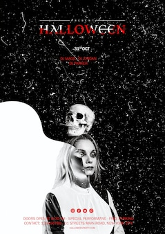 Vrouw die een schedel op haar hoofd houdt voor halloween