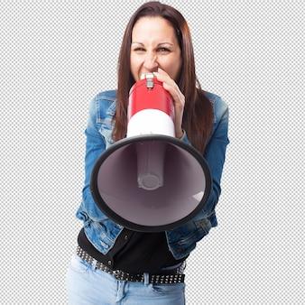 Vrouw die met een megafoon schreeuwt