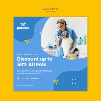 Vrouw en hond veterinaire vierkante folder sjabloon