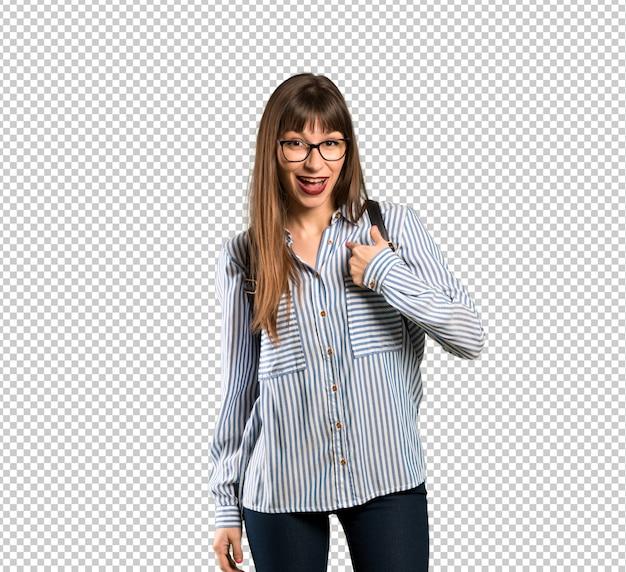 Vrouw met een bril met verrassing gezichtsuitdrukking