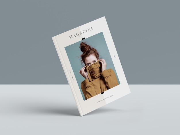 Vrouw op de omslag van een boek redactionele tijdschrift mock-up