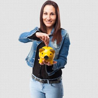 Vrouw sparen met spaarvarken