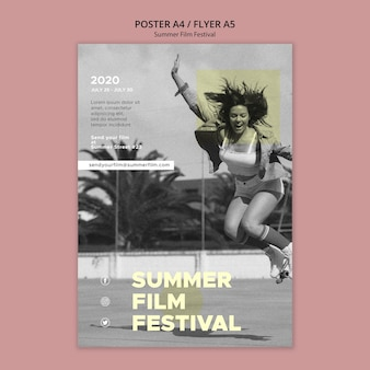 Vrouw springen zomer filmfestival poster sjabloon