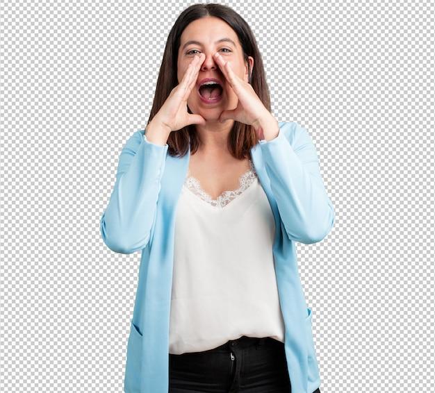 Vrouw van middelbare leeftijd gelukkig schreeuwen