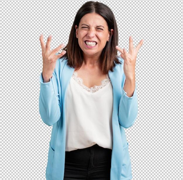 Vrouw van middelbare leeftijd heel boos en overstuur, zeer gespannen, schreeuwend woedend, negatief en gek