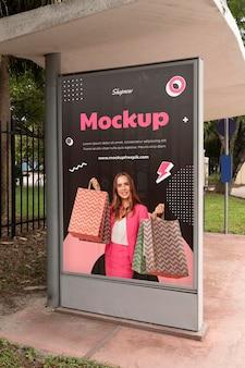 Vrouw winkelen display mockup
