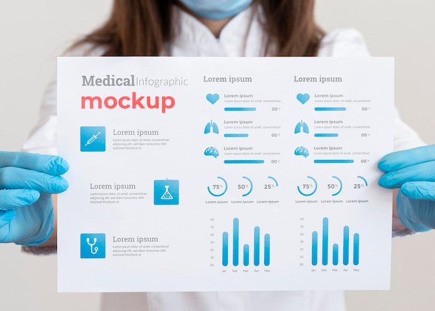 Vrouwelijke arts die een infographic vaccin toont Gratis Psd