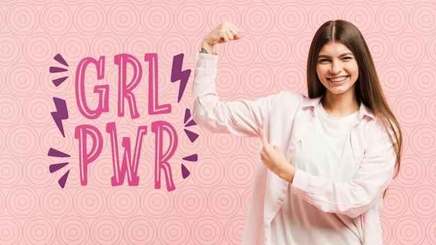 Vrouwendag concept met smiley meisje poseren