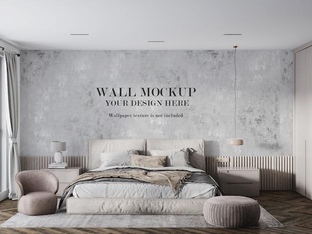 Wandmodel achter beige bed en meubels