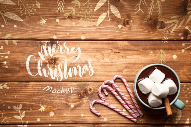 Warme chocolaatjes en snoepjes van kerstmis met kopie ruimte
