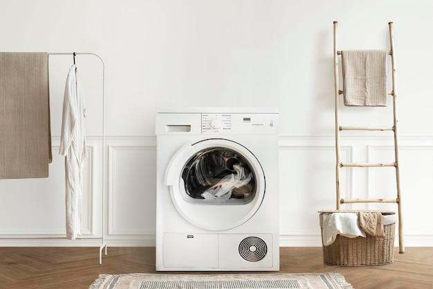 Wasmachinemodel in een minimaal interieurontwerp voor de wasruimte