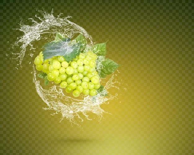 Water splash op verse rode druif met bladeren geïsoleerd op groene achtergrond. premium psd