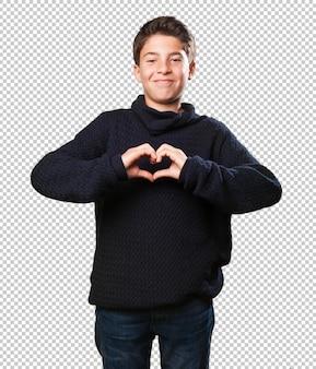 Weinig jongen die een hartsymbool doet