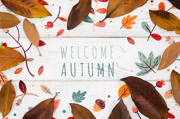 Welkom herfst concept omringd door bruine bladeren