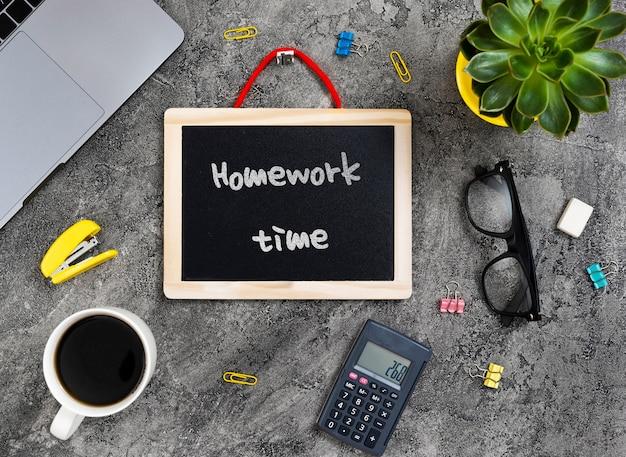 Werkplekconcept met schoolbord