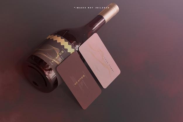 Wijnfles met schroefdop met mockup voor visitekaartjes