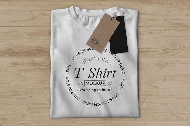 Wit t-shirt met labels mockup