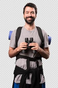 Zaino in spalla bello felice con il binocolo