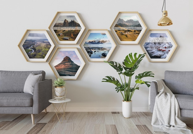 Zeshoekige fotolijsten die aan de binnenmuur hangen mockup