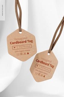 Zeshoekige kartonnen labels mockup, hangend