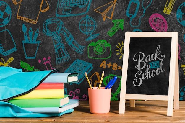 Zijdelings blauwe rugzak met schoolbord