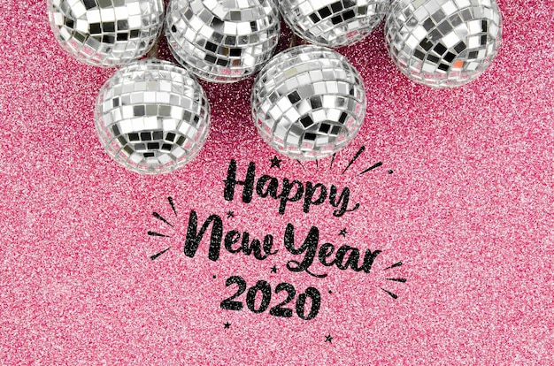 Zilveren kerstballen en gelukkig nieuwjaar belettering