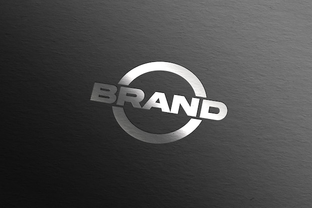 Zilveren logomodel op zwart papier Gratis Psd