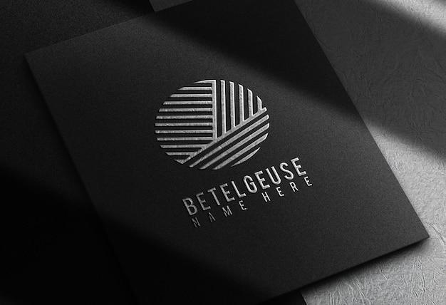 Zilveren metalen logo reliëf ontwerp zakelijke bedrijven mock up