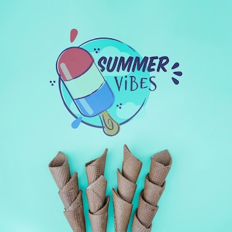 Zomer belettering achtergrond met zomer elementen