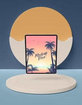 Zomer concept met horizontale tablet