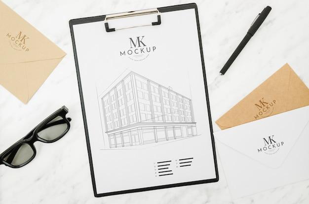 Zonnebrillen en architectuur buitenshuis mock-up